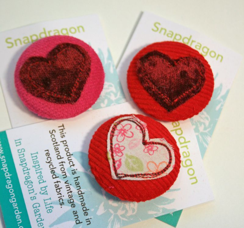 37mm heart badges