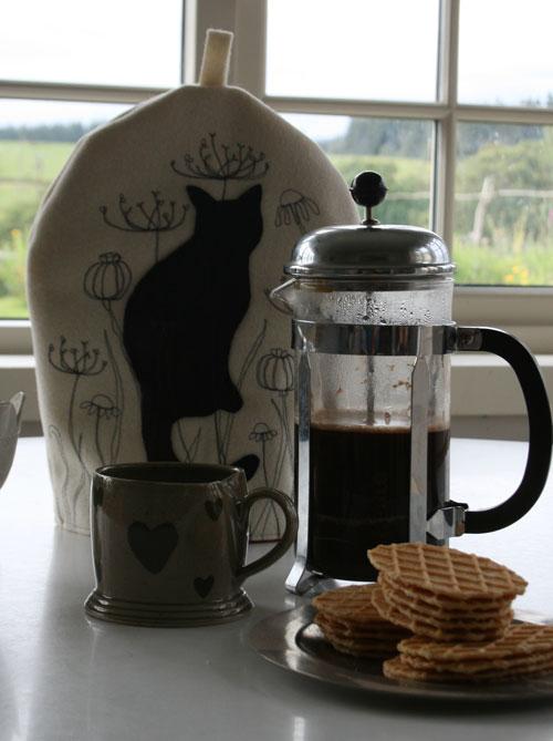Coffee-cosy-cat-2