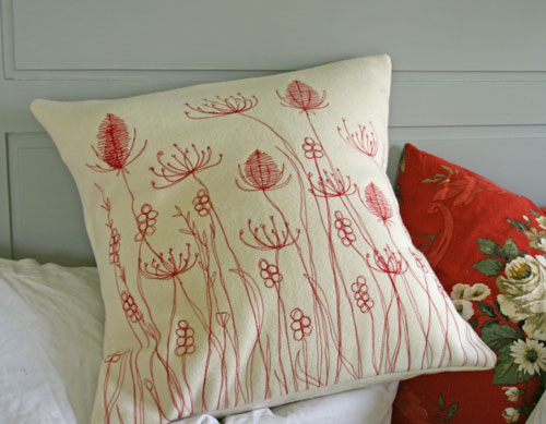 Red-cushion-on-bed